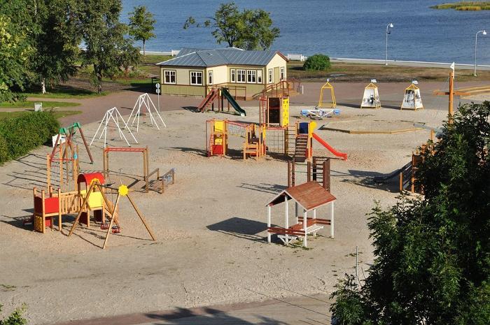 Aafrika beach playroom and playground